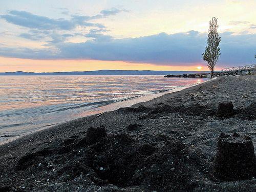 Sunset - Tramonto sul Lago di Bolsena . Italia