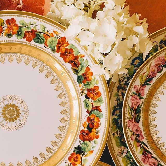 Botanique is inspired by the drawings and the work of the painter Pierre-Joseph Redouté... 🔝 click the link in bio to browse for more 🏵️ . #bernardaud #anciennemanufactureroyale #limoges #botanique #1829 #nasturium #morningglory #peachtreeflower #porcelain #finechina 📸 @lilyrose