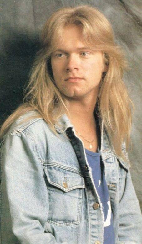Michael Kiske [ Enero de 24, 1968 ) Increíble cantante de bandas como Helloween,