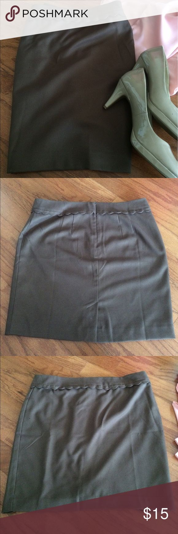 NWOT LOFT Brown Skirt - Sz 12 New Without Tags LOFT brown pencil skirt with scallop detail at the waistband. Fully lined. Never worn, perfect condition. Fits true to size LOFT Skirts Pencil