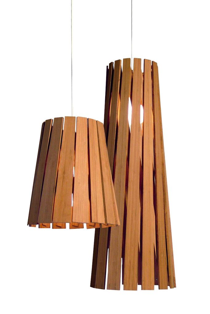 Lámparas de #madera noble. Dos versiones diferentes en función de la altura del techo que se tenga. #interiorismo #lampara