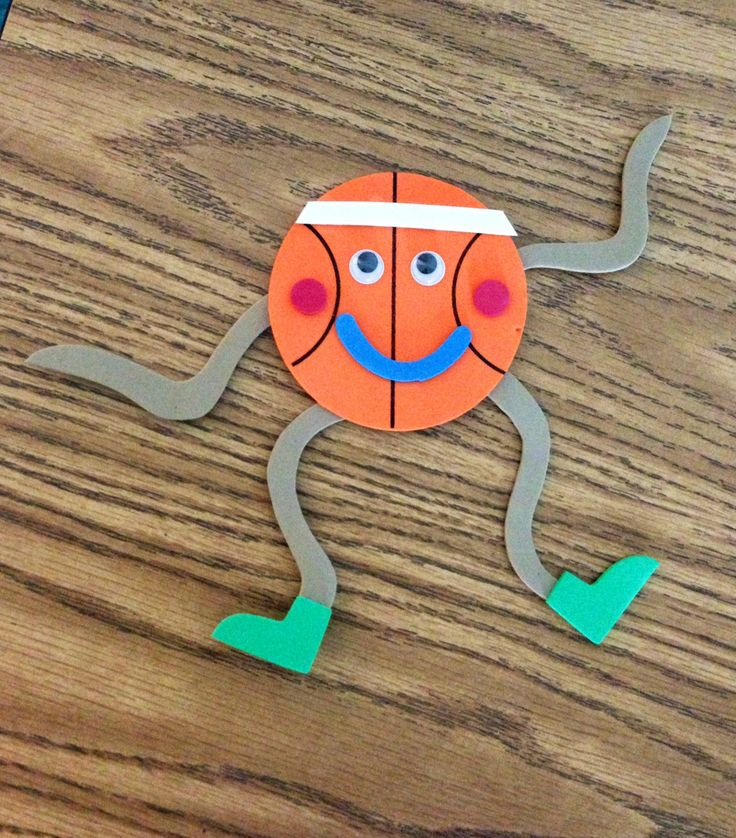 Cute sports magnet craft! This was pre packaged but could also easily be a DIY! #sports-crafts #basketball #kids-crafts