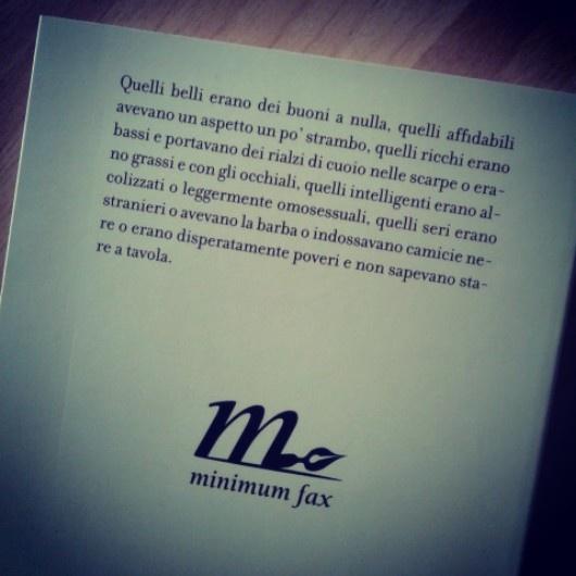 Ambientato nella New York degli anni Trenta, Gli uomini della sua vita è la storia di Margaret Sargent, una donna giovane e brillante che si fa conoscere nei circoli intellettuali più bohémien della città sostenendo posizioni politiche provocatorie e conducendo una vita sessualmente disinibita, lontana anni luce dalla rigida educazione cattolica ricevuta da bambina.   http://www.minimumfax.com/libri/scheda_libro/559