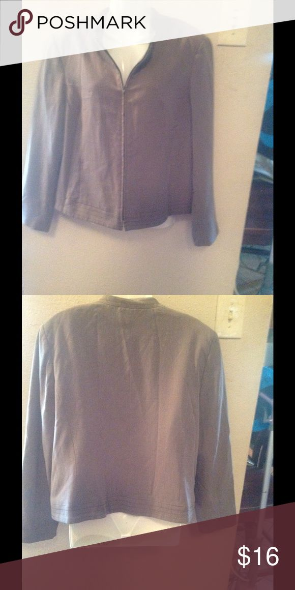 Gloria Vanderbilt jacket Beige zip up jacket  with no stains or rip like new. Short waist jacket ... Gloria Vanderbilt Jackets & Coats