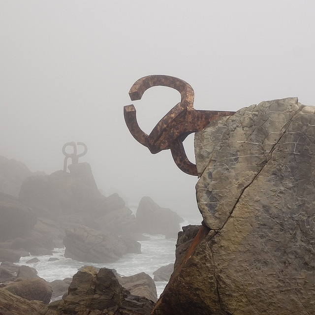 'Peine del Viento' (Comb of the wind) (1976) sculptures by Basque artist Eduardo Chillida (1924-2002) beautifully composed and photographed (2009) by Asier Ramírez. via Flickr