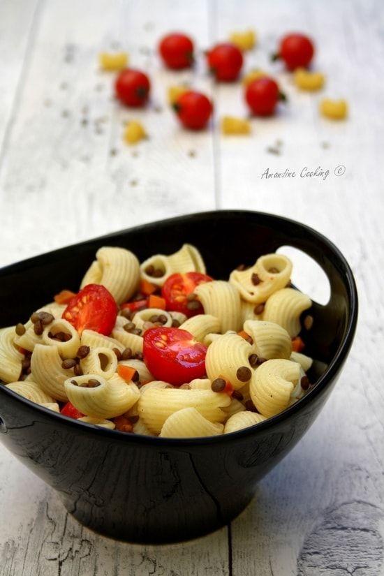 Recette de Salade de pâtes aux lentilles, carotte et tomate : la recette facile