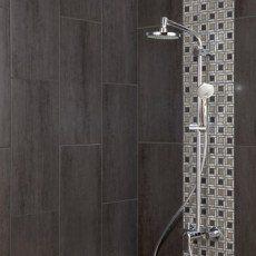 Carrelage différent derrière colonne de douche