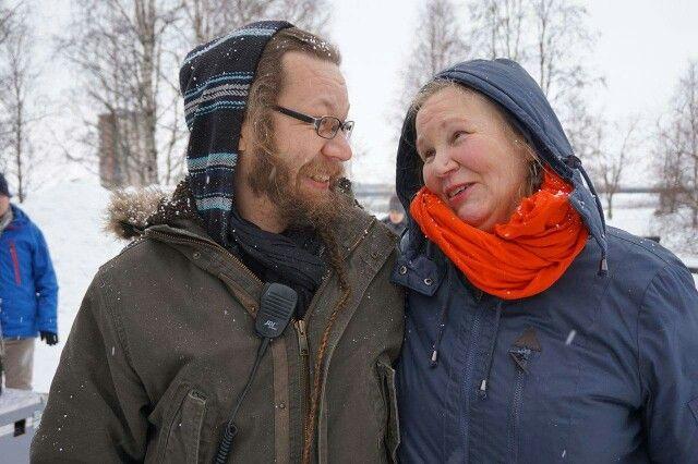 Light Artist Kari Kola suuren ihailijansa Mertsin kanssa.