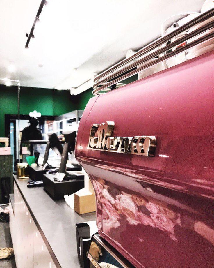 Наконец-то мы открыли для вас двери кофейни @primetime.coffee и покажем то, чего в Новосибирске так не хватало ▪Новый формат! ▪Новые позиции! ▪Новый взгляд на кофе и полезные перекусы! Орджоникидзе 30, Новосибирск! Ждем всех ;) #новая_primetime #открытие #coffee #breakfast #nsk #кофе #кофейня #открытиеprimetime #нск54 #кофенск #instacoffee #кофе #кофейня #латте #barista #baristalife #бариста #love #happy #nsk #nsk54 #novosib #novosibirsk