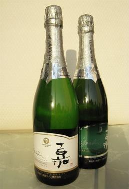 <嘉-yoshi-スパークリングワイン シャルドネ>  こちらをいただいて、日本のワインもいよいよ世界に伍する時代になってきたな、と感じました。国産ワインコンクール、ジャパン・ワイン・チャレンジの各2012年の銅賞を受賞。高畠町内にある契約栽培畑産のみを使用したシャルドネのすっきりとした味わいが特徴です。  ●高畠ワインtel. 0238-57-4800【25ans編集長 十河ひろ美】 lexus.jp/... ※掲載写真の権利及び管理責任は各編集部にあります。LEXUS pinterestに投稿されたコメントは、LEXUSの基準により取り下げる場合があります。