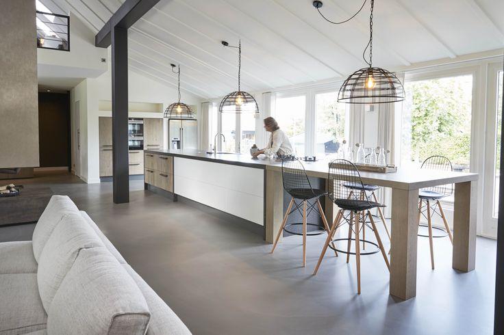 Keukeninspiratie! Prachtige opdracht voor een mooie open woonkeuken. Fantastisch design, gemaakt door Houtwerk Hattem
