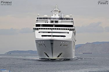 Το MSC Lirica καταπλέει στον Πειραιά. 05/12/2012.