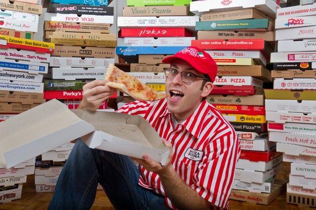 Record du Monde : Le plus grand collectionneur de boîtes de pizzas au monde - FASTANDFOOD