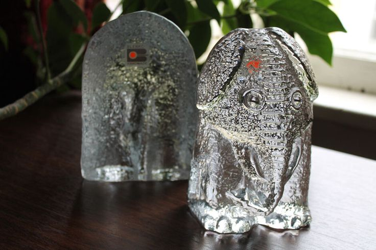 Vintage Elephant Bookends Ice Floe Line by Blenko by TheLadenBranch on Etsy https://www.etsy.com/listing/235758972/vintage-elephant-bookends-ice-floe-line