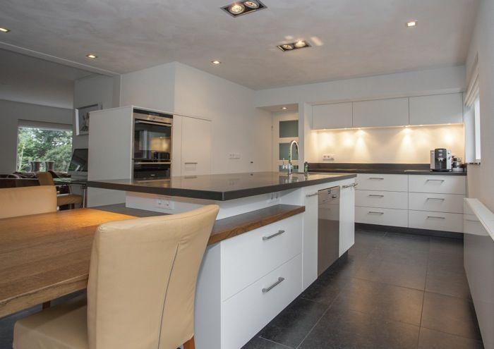 Rustige warm witte moderne keuken met veel ruimte en lades keuken pinterest met - Oude en moderne keuken ...