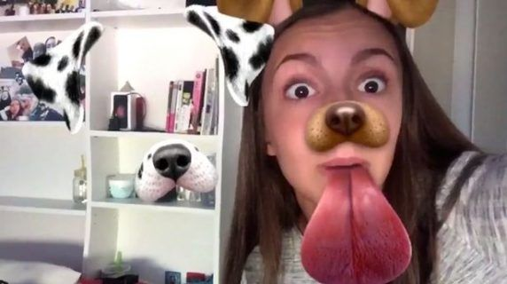 Horor! Video Snapchat Gadis Ini Ditemani Hantu - Indopress.id, Perancis –Niatnya mengambil video snapchat untuk fun dan narsis, eh justru pengalaman horor yang didapat oleh Killyane Revel. Ini terjadi saat gadis asal Perancis ini menggunakan aplikasi ponsel pintarnya …