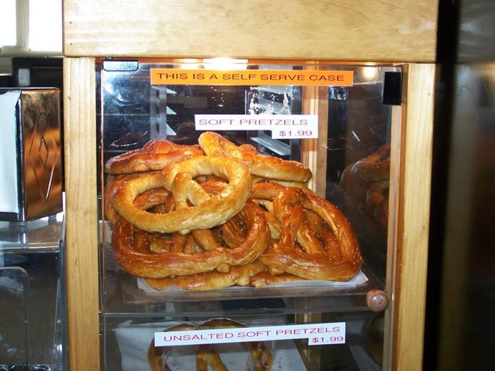 HOMEMADE SOFT PRETZELS By Kevin Williams While a lot of Amish do make homemade soft pretzels they tend to be something mainly found in Pennsylvania. And the Amish that make them there have picked up