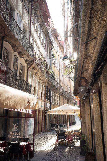 Rua do Centro Histórico do Porto www.webook.pt #webookporto #porto #ruasdoporto