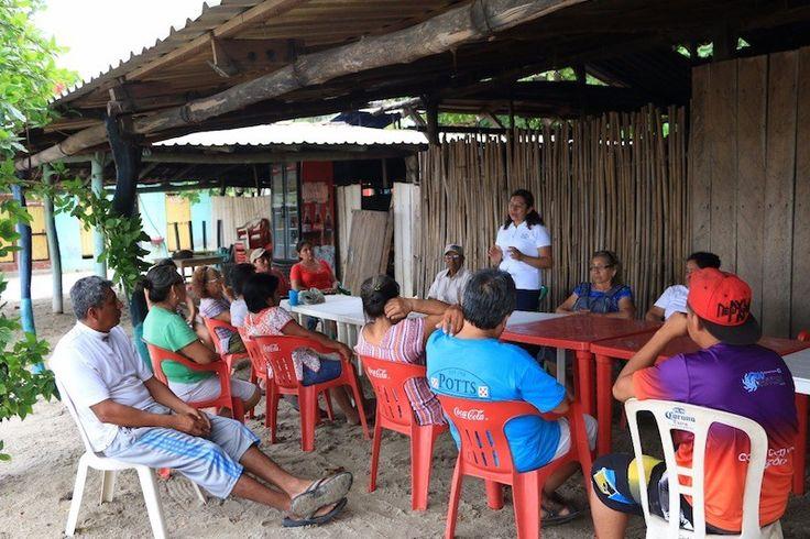 Capacitan a más de 60 prestadores de servicios turísticos de playas de Tehuantepec
