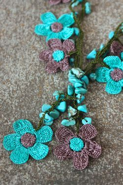 crochet flower motif necklace, with turquoise beads  #crochet  #beading