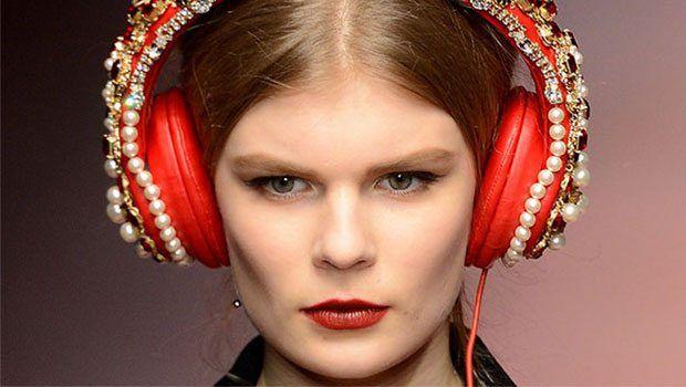 Bu kulaklık tam 7 bin dolar! Dolce&Gabbana ve Frends işbirliğiyle üretilen bu kulaklık, yaklaşan Anneler Günü için özel olarak tasarlandı.