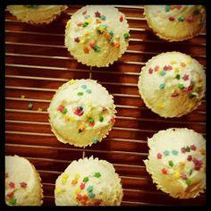 Hummingbird Bakery Vanilla Cupcakes Recipe (Adapted for High-Altitude) - hummingbird high | a desserts and baking blog
