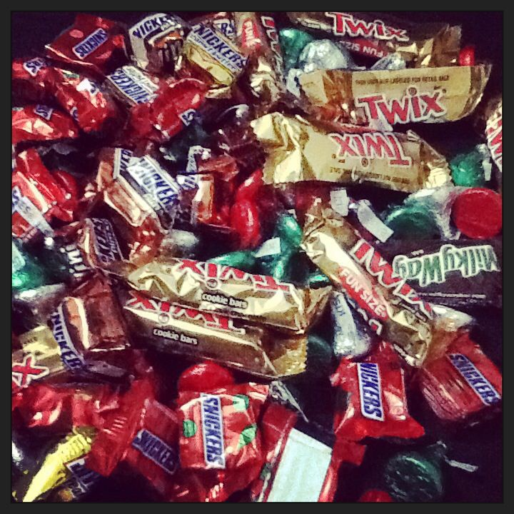 Food Adventure! :p Early Valentine's Gift. :D Twix, Kisses & Snickers. ;) #chocolates #happiness #thankyousomuch