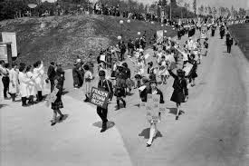 Frauen werben an der Expo 1964 für das Frauenstimmrecht.