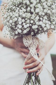 Gypsophila bouquet wrapped with lace @Rock My Wedding #rockmywinterwedding