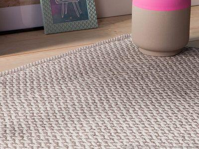 Tapis 100% coton tissé main gris blanc motifs chevrons NILA 140x200cm