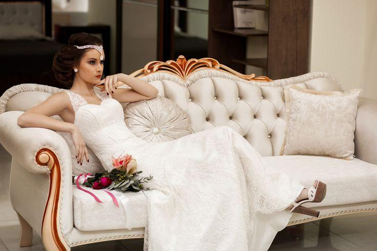 Всегда актуальная классика… Классические свадьбы удивительны, тем , что никогда не перестают быть МОДНЫМИ. Данный проект четко передает актуальность классических образов невест.