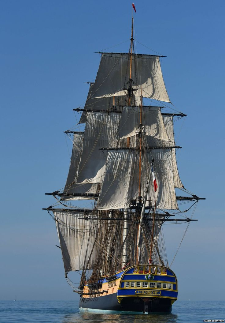 A replica of the French frigate Hermione resumes engine testing. The frigate, whose construction began in 1997 in Rochefort, is scheduled to cross the Atlantic in the summer of 2015, in the wake of its illustrious predecessor, on which the Marquis de Lafayette and the French expeditionary force left to help American insurgents in 1780.