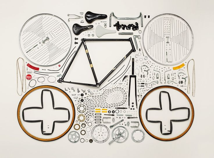 Things to come appart - Todd McLellan, series 50 objects and 21,959 individual components as he reflects on the permanence of vintage machines built several decades ago, versus today's manufacturing trend of limited use followed by quick obsolescence.