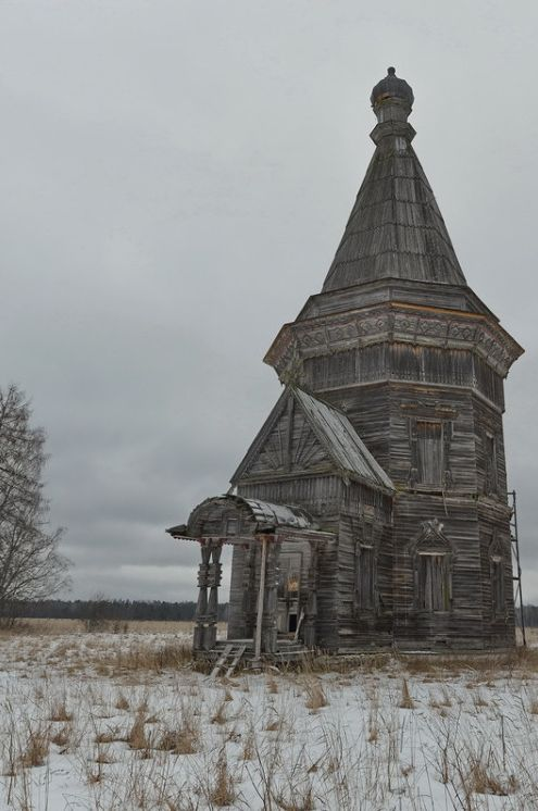 An abandoned church in Kargopol, Russia. Micoley's picks for #AbandonedProperties www.Micoley.com