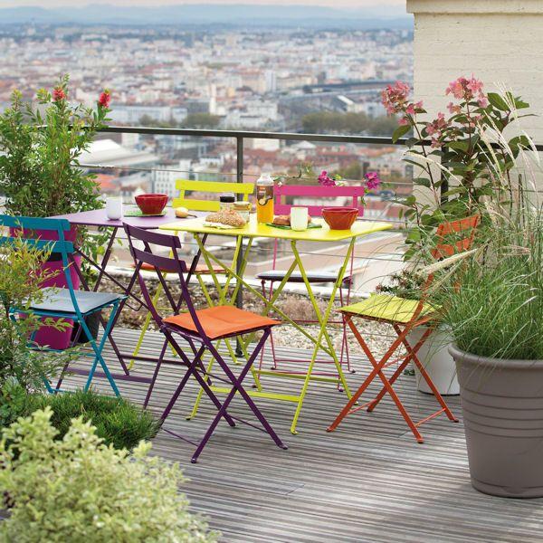 #Terrasse avec table et chaises #Bistro #Fermob www.fermob.com / #terrace