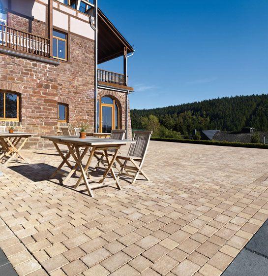 Terrassengestaltung mit Germania Antik in beige-nuanciert