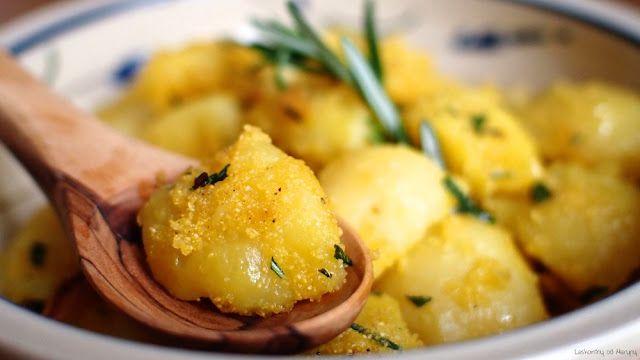 Opékané brambory s polentou a rozmarýnem