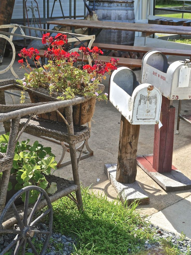 Re Purposed Mailbox As Flower Box