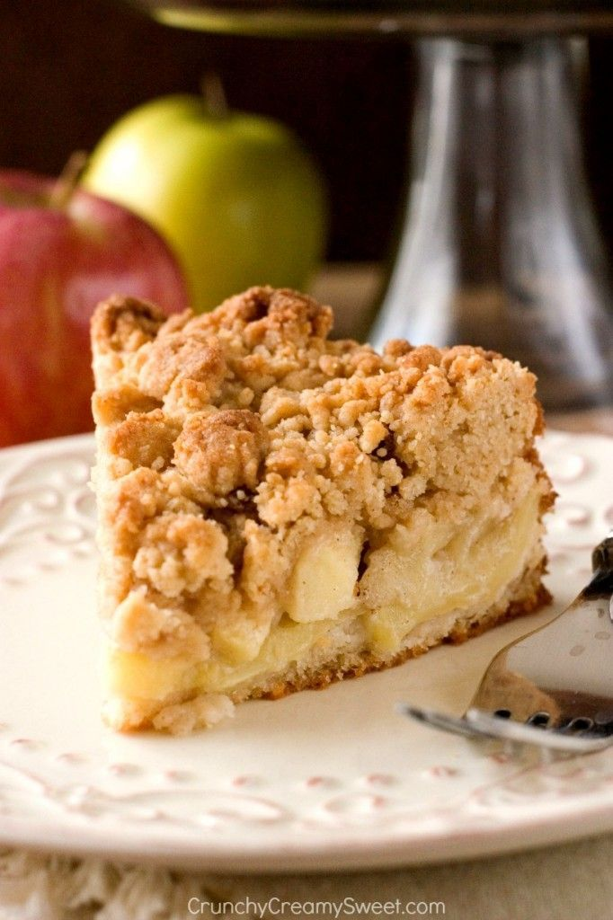The apple crumb cake of your dreams! With tons of apples and the best crumb topping ever! @CrunchyCreamySw