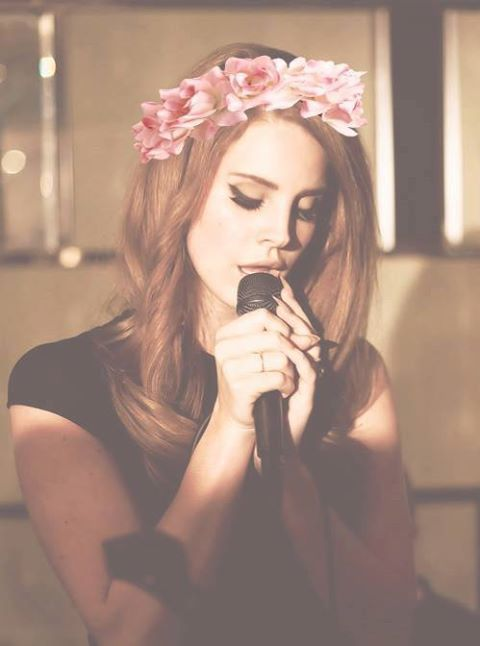 Queen Lana with flower headband = perf!!