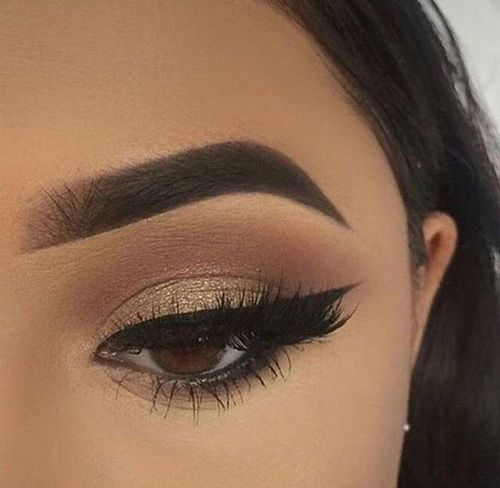 gorgeous and simple makeup look for holidays.