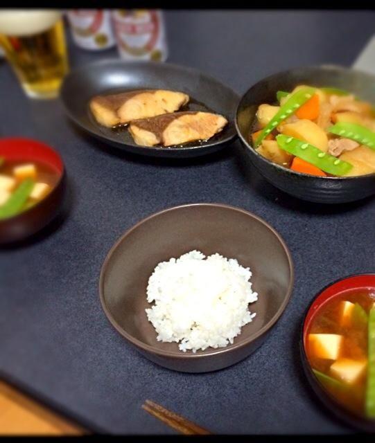 彼ごはん第1弾⊂⌒っ´∀`)っ - 45件のもぐもぐ - ぶりの照り焼き、肉じゃが、豆腐と絹さやの味噌汁 by yunyunyunka
