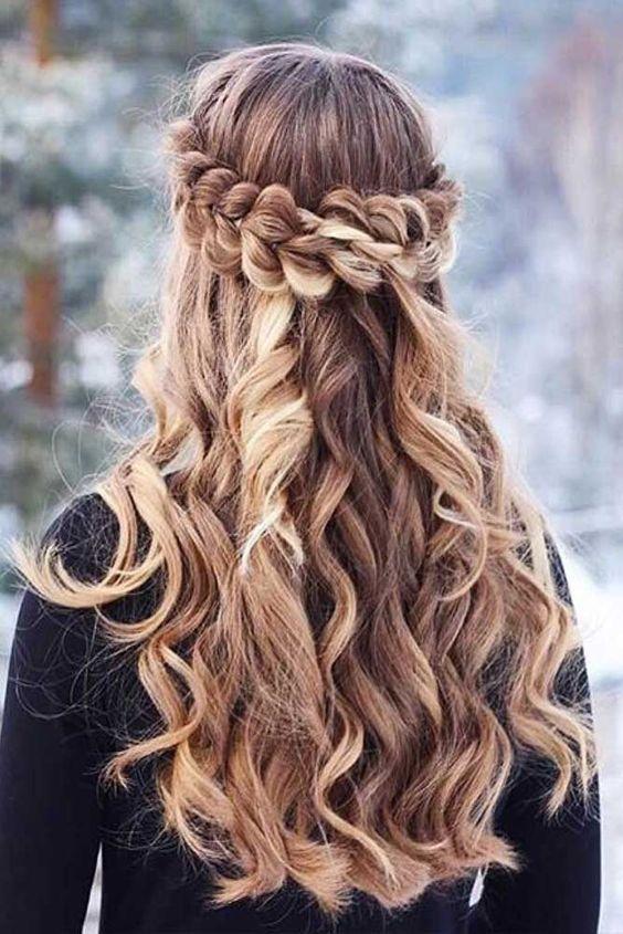 Schöne Frisur für lange Haare. #langehaare #flechtfrisur #frisur