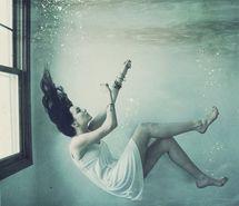 die-died-eerie-falling-girl-110388.jpg (215×185)