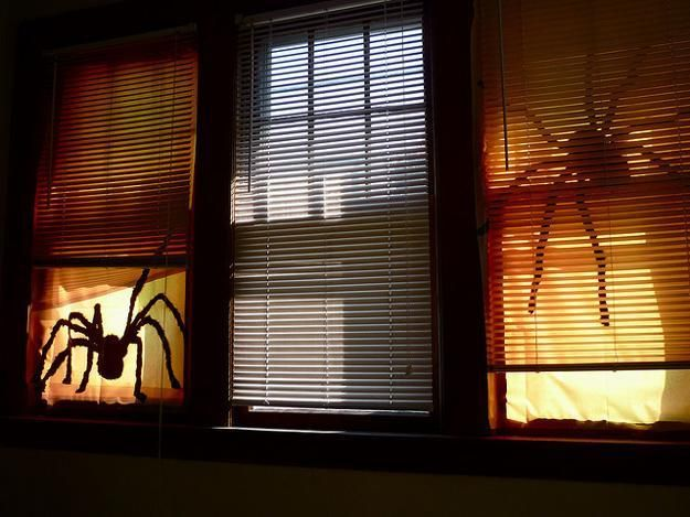 30 simple halloween ideas for glowing window decorations