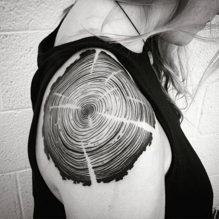 Very impromptu tree rings shoulder tattoo today. #treerings #wood #woodtattoo…