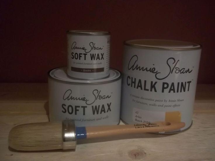 Annie Sloan pakket 2 Arles bestaat uit één liter Arles één Clear (Soft) Wax 500 ml en ''eén Dark wax van 120 ml en een geweldige Annie Sloan kwast nummer acht.