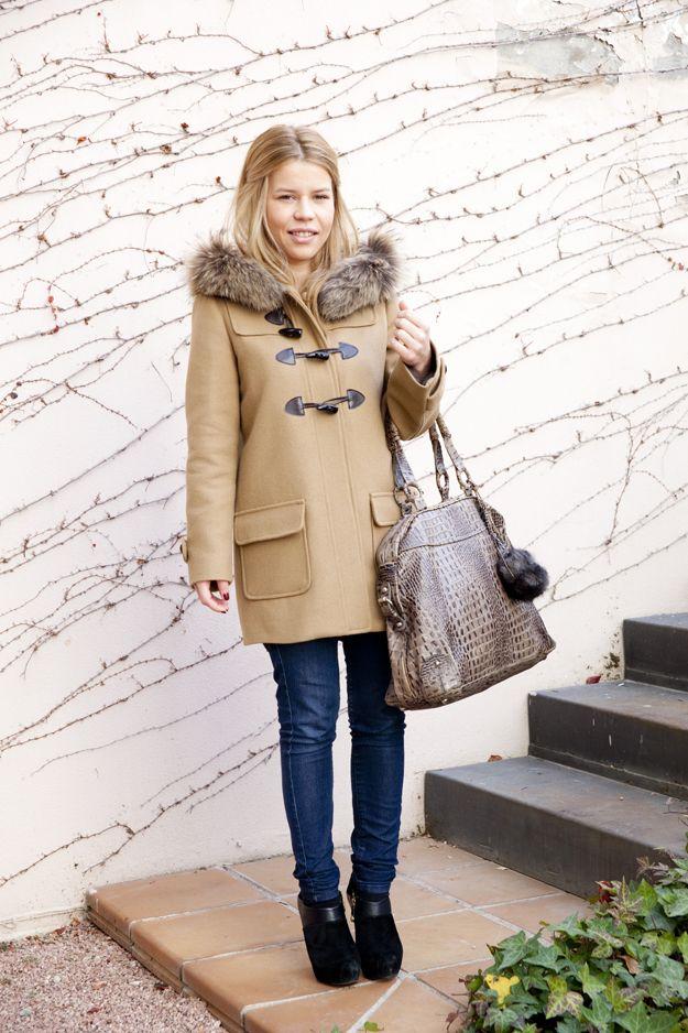 """María es nuestra """"chica de Marketing"""". Ella conoce nuerstro top ten de abrigos entre los que se encuentra la trenca de colegial como la que lleva."""