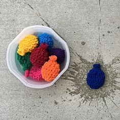 Crochet water balloons. What a great idea that has no tiny pieces for kids or animals to swallow. FREE crochet pattern.