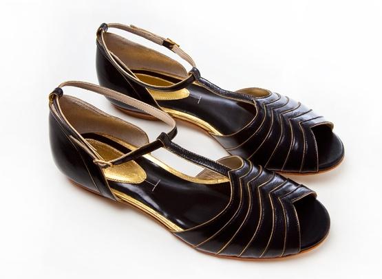 sandália peep toe preto+ouroShoes, Fab Shoes, Toes Preto Ouro, Sandálias Peep, Toes Pretoouro, Bicudo Flats, Juliana Bicudo, Peep Toes, Nós Temo
